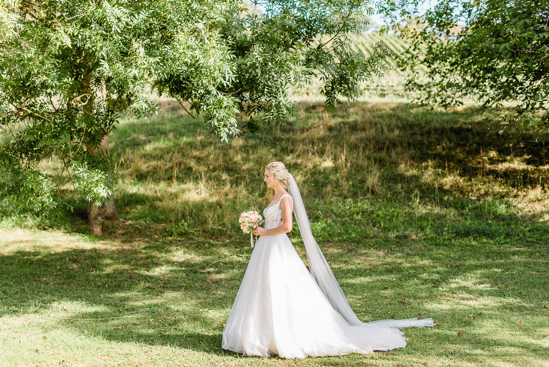 Braut in Hochzeitskleid Brautpaarshooting Dresden